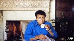 Muhammad Ali - foto e marsit të vitit 1982