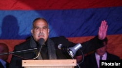 Армения – Лидер партии «Наследие» Раффи Ованнисян во время митинга, Ереван, 1 октября 2014 г.