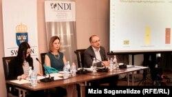 Рабочие места (57%), рост цен, инфляция (35%), нищета (30%) и пенсии (26%) больше всего беспокоят граждан Грузии. Об этом свидетельствуют обнародованные сегодня итоги опроса NDI