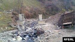 Один из смытых наводнением мостов в Азербайджане, 19 ноября 2009