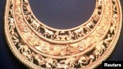 Пектораль на виставці у Музеї Алларда Пірсона