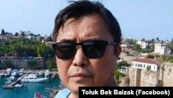 Миграциядагы акын Толук Бек Байзак.