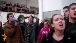 Студентите ја прекинаа наставата на Економскиот факултет на УКИМ