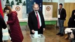 Як політичні лідери у Вірменії голосували на парламентських виборах – відео