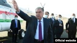 Тажикстандын президенти Эмомали Рахмон Ворух анклавына келди. 9-апрель, 2021-жыл.