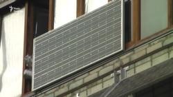 Сонячні батареї на балконі багатоповерхівки