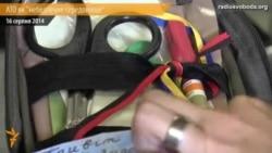 Уляна Супрун демонструє аптечку від «Захисту патріотів»