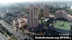 У Києві в будинку на проспекті Лобановського у 2016 році Лавренюк стала власницею квартири на 96 кв. м.