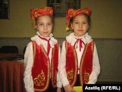 Динара Муслимова (с) һәм Алиса Галимова