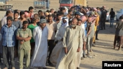Бағдадтың солтүстігінде үй-жайынан айырылып, ИМ содырларынан бас сауғалап жүрген ирактықтар. Шілде 2016 жыл (Көрнекі сурет).