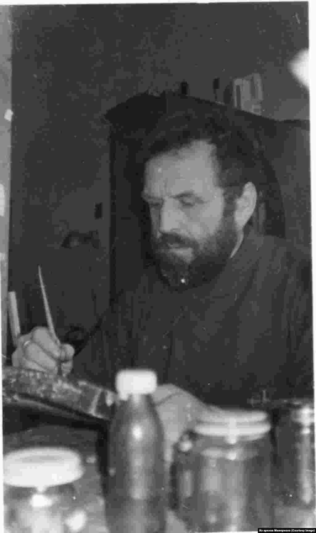 """Виктор Капитанчук, родился в 1945. Член-основатель """"Христианского комитета защиты прав верующих в СССР"""", политзаключенный (1980)."""