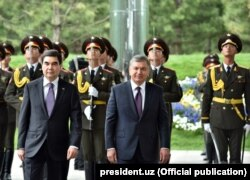 Президенты Узбекистана и Туркменистана Шавкат Мирзияев (справа) и Гурбангулы Бердымухамедов. Ташкент, 23 апреля 2018 года.