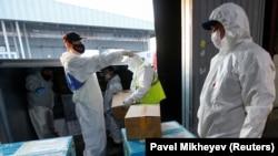У антикоррупционной службы возникли вопросы даже к распределению гуманитарной помощи из разных стран, отправленных в Казахстан во время пандемии коронавируса. Приемка гумпомощи из Китая, Алматы, 1 мая 2020 года.
