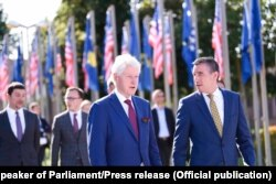 Ish-presidenti amerikan, Bill Clinton dhe kryeparlamentari, Kadri Veseli.