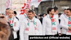 Ilan Șor și colegii săi de partid, la protestul de lângă CEC. 9 ianuarie2019