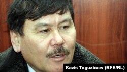 Адвокат Бейсенгали Уразов, защищающий осужденного Алмаза Игиликова, в апелляционном суде по делу об убийстве журналиста Геннадия Павлюка. Алматы, 18 января 2012 года.