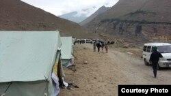 Тажикстан -- Селден кийин тигилген чатыр лагерь, Тоолуу Бадахшан, 19-июль, 2015.
