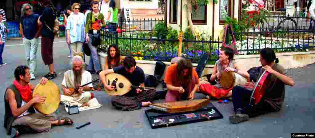 Уличные музыканты в Стамбуле. Автор: Аида Мийзамалиева.