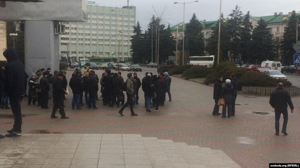 На «Марш нетунеядцев» в Барановичах вышли 50 человек, но без лидеров и мегафона