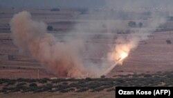 Обстрел сирийского города Рас-эль-Айн с территории Турции 15 октября 2019 года.