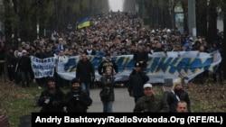 Понад 4 тисячі футбольних вболівальників пройшли колоною, вимагаючи звільнити Павліченків, Київ, 25 листопада 2012 року