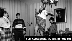 Brezsnyev lánya asztalon táncol - orosz hétköznapok anno, ahogyan még nem láttuk