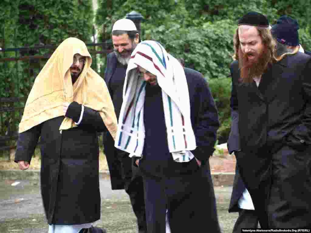 Перший день іудейського Нового року розпочався зливою, що тривала аж до вечора. За іудейською прикметою дощ в перший день Рош-га-шани добрий знак, що принесе багато щастя в новому році.