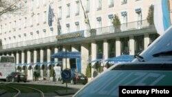 """მიუნხენის სასტუმრო """"ბაიერიშე ჰოფი"""", სადაც იმართება უსაფრთხოების საკითხებისადმი მიძღვნილი 52-ე საერთაშორისო კონფრენცია."""