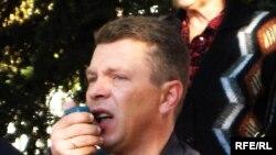 Лидер радикальной пророссийского комитета гражданской безопасности «Наше право» Сергей Веселовский сравнивает украинских политиков с футболистами