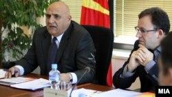 икола Рилкоски, претседател на Државната изборна комисија (ДИК) и членот на Државната изборна комисија (ДИК), предложен од ДУИ Субхи Јакупи.