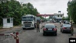 Российский военнослужащий на границе Приднестровья. 7 июня 2013 года.