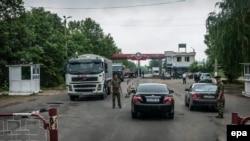 Российский военнослужащий на посту на границе Приднестровья.