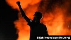 Фоторепортаж: у США спалахнули нові протести через ще одну смерть чорношкірого