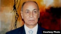 الباحث محمود عباس
