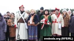 Апранутыя ў шляхоцкія строі госьці з Польшчы на ўшанаваньні Касьцюшкі ў Косаве