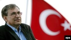 На открытии Франкфуртcкой книжной ярмарки турецкий лауреат Нобелевской премии писатель Орхан Памук говорил о недостаточной свободе мнений в своей стране