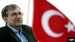 Orxan Pamuk birgünlük «Radikal» qəzetinin redaktoru oldu