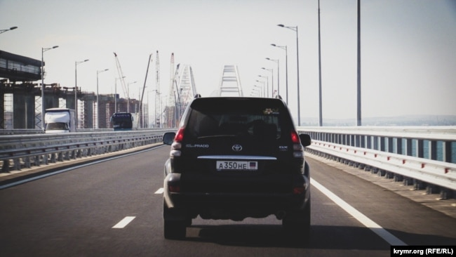Крым: проезжая по Керченскому мосту (фотогалерея)