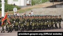 Soldați ruși la parada militară de la Tiraspol cu ocaziei Zilei Victoriei, 2018
