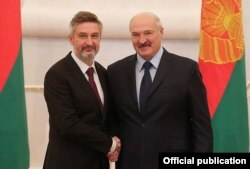 Артур Міхальскі і Аляксандар Лукашэнка. Уручэньне даверчага ліста. Менск, 2018 год