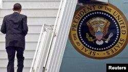Barack Obama na praškom aerodromu uoči povratka za SAD