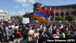 ARMENIA -- Armenian opposition supporters attend a rally in downtown Yerevan, April 26, 2018