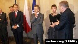Полскиот премиер Радослав Сикорски се среќава со белоруската опозиција за време на Самитот на Источното партнерство во Варшава.