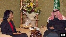 انتظار می رود محور گفت و گو های امروز خانم رايس با رهبران سعودی، بیشتر به موضوع عراق و همچنين اختلافات بر سر برنامه اتمی ايران اختصاص داشته باشد.