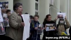 Лариса Китайська на акції солідарності з Євромайданом