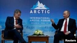 Орусия президенти Владимир Путин Архангельск шаарындагы жыйында. 30-март 2017-жыл