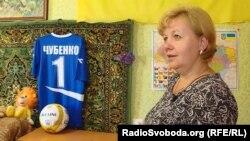 Сталина Чубенко, мать убитого боевиками 16-летнего школьника Степана Чубенко, в комнате сына