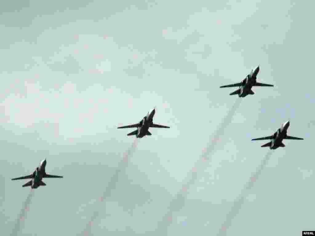 Парад в Києві. День Незалежності 24 серпня 2009 - Військова авіація над Хрещатиком