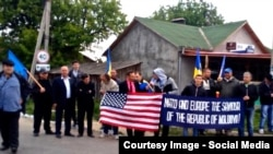 Moldovans welcome the U.S. troops at the Sculeni border crossing. A pro-Russian opposition party had called for demonstrators to block the route, but fewer than a dozen turned up.