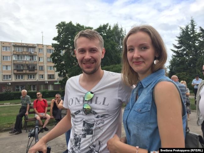 Григорий и Алина на митинге в Пскове
